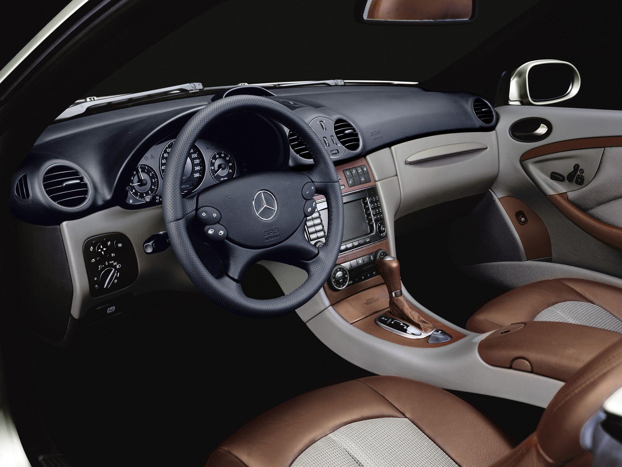 Giorgio Armani:品牌和奔驰合作设计的限量版轿车内部