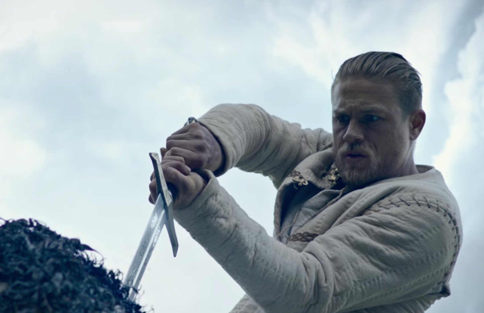KING ARTHUR: L'ULTIMO TRAILER DELL'EPIC MOVIE FIRMATO GUY RITCHIE