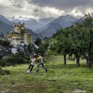 arte: steve mccurry mountain man a forte di bard. italia