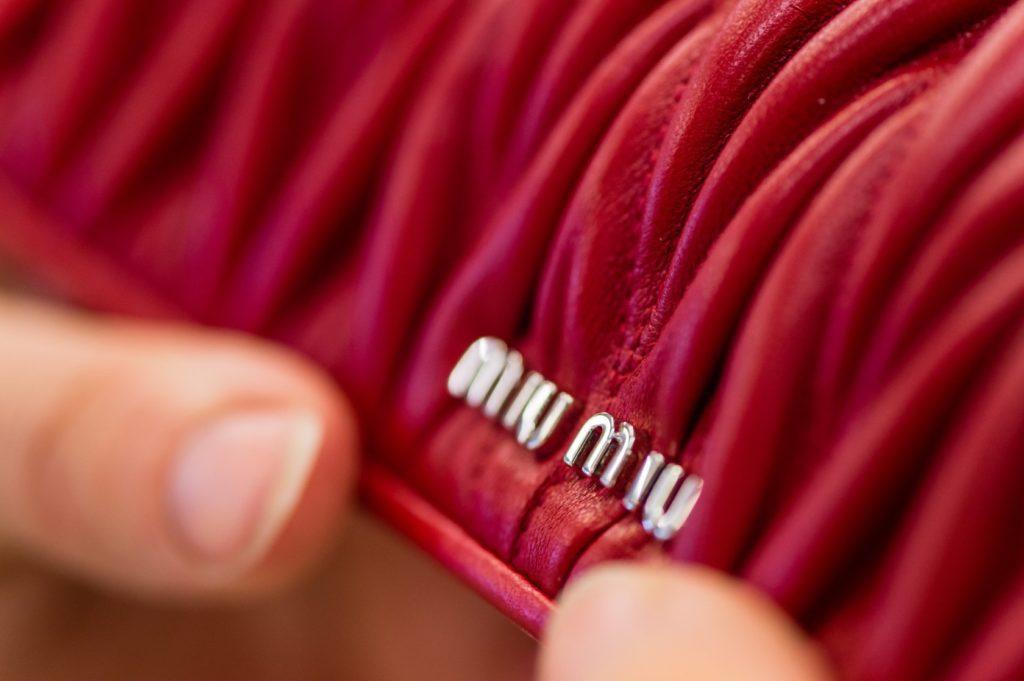 Miu Miu:手袋细节