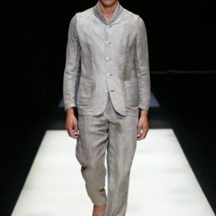 """Moda: """"Made in Armani"""" e Giappone, lo stile di Re Giorgio. Completo da uomo color avorio per la collezione """"Made in Armani"""""""