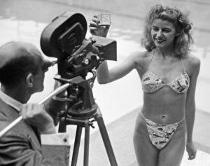 Moda: Ombelico in vista: buon compleanno Bikini! Micheline Bernardini la prima modella a indossare il bikini nel 1947