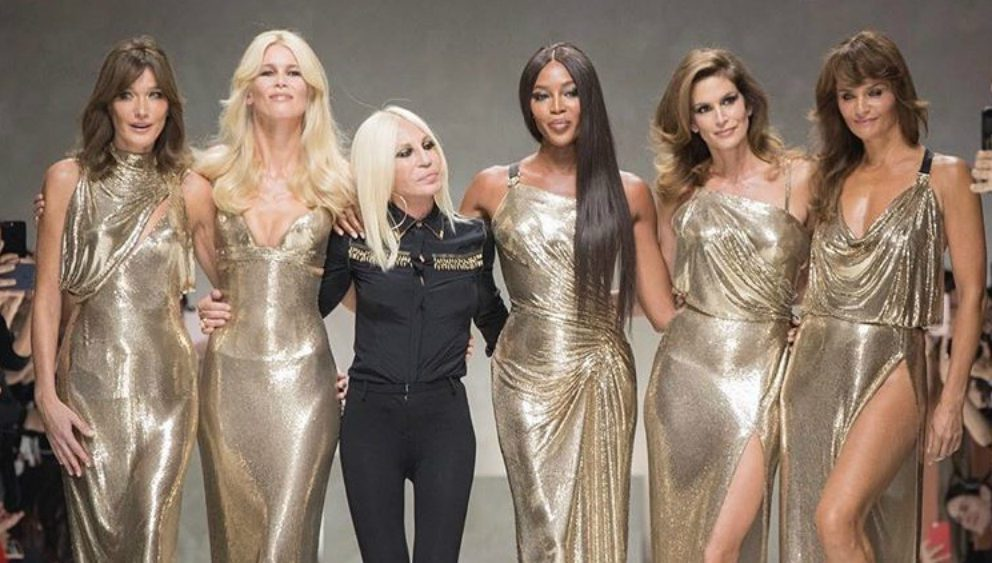 VERSACE: IN PASSERELLA UNA TRIBUTE COLLECTION