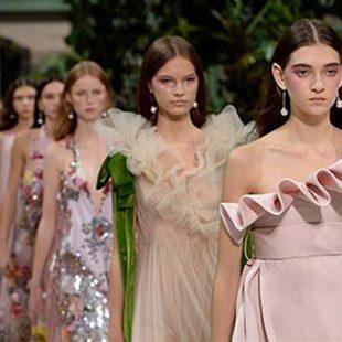 Moda: MAISON VALENTINO: UN SUCCESSO A PARIGI