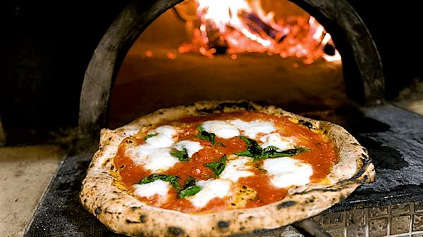 PIZZA, FINALMENTE PATRIMONIO DELL'UMANITÀ