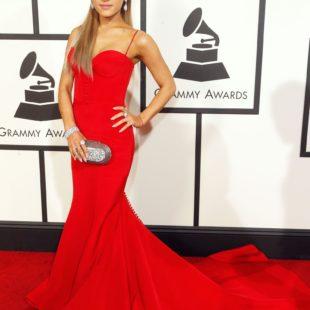 mame lifestyle ARIANA GRANDE - I 25 ANNI DELLA STAR red corset dress