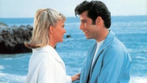 mame spettacolo GREASE - STASERA IN TV L'INTRAMONTABILE MUSICAL spiaggia