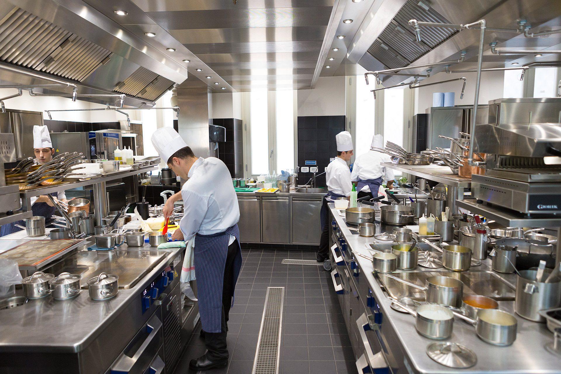 Ristorante seta due stelle michelin a brera mam e - Pulizia cucina ristorante ...