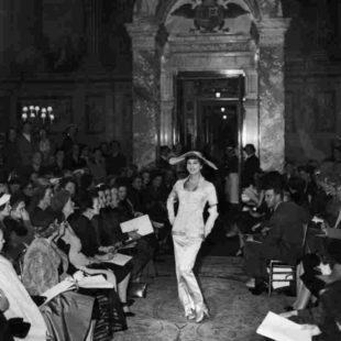 Mame Moda Christian Dior Couturier of dreams, la mostra. Defilé Blehneim Palace