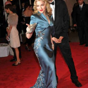 Mame Moda Happy Birthday Madonna, regina indiscussa di stile. Abito Stella McCartney