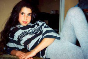 mam-e lifestyle AMY WINEHOUSE UNA DIVA CON MOLTI DEMONI adolescente
