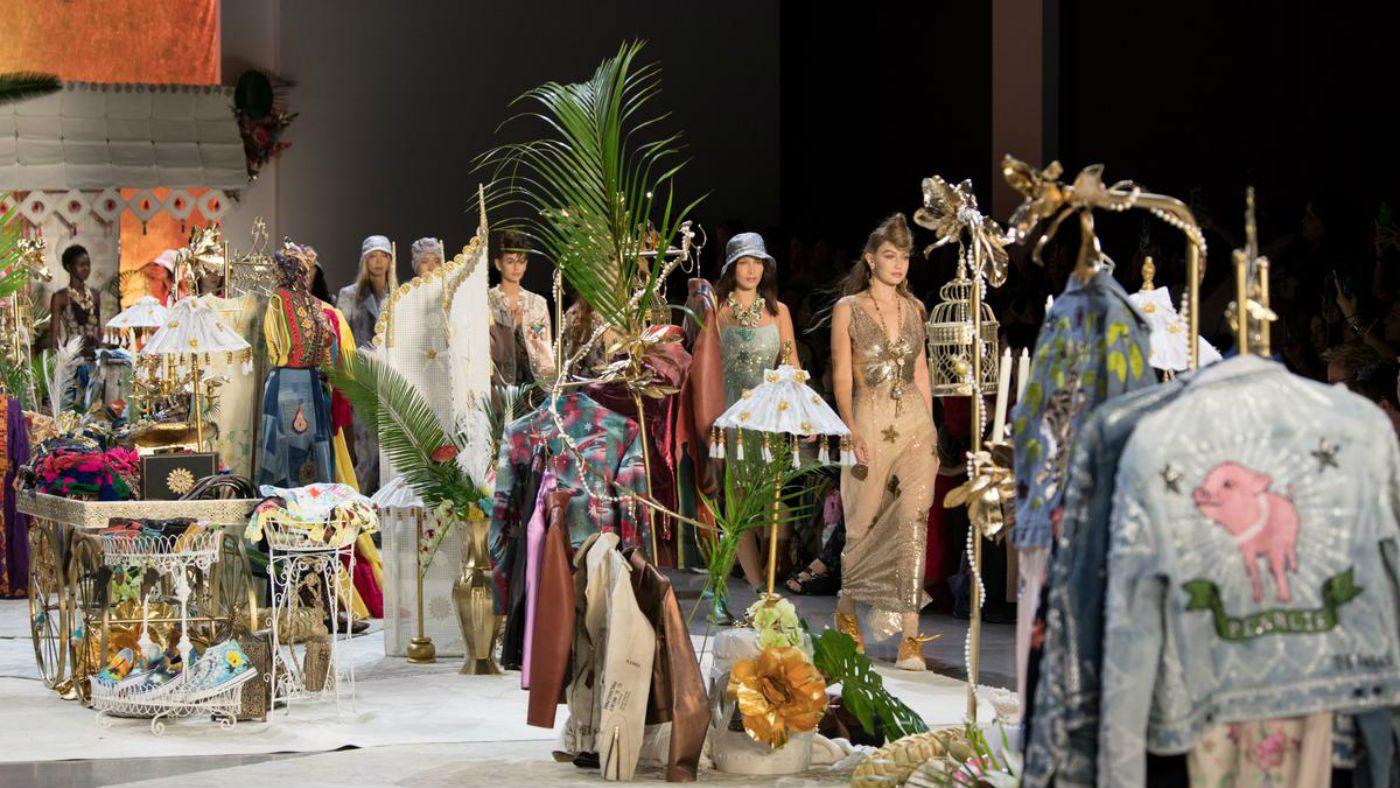 Mame Moda Anna Sui trionfo di vintage in passerella. Alcuni look