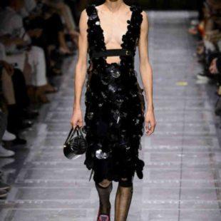 Mame Moda Prada, Miuccia riparte dall'arte. Abito da sera