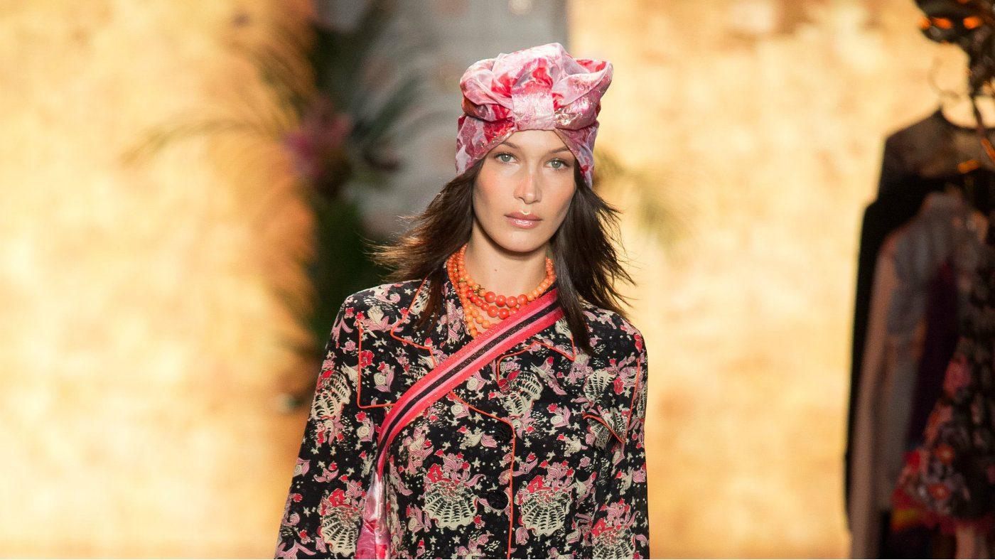 mame moda turbanti ss19, per anna sui sono vintage. Bella Hadid in Anna Sui