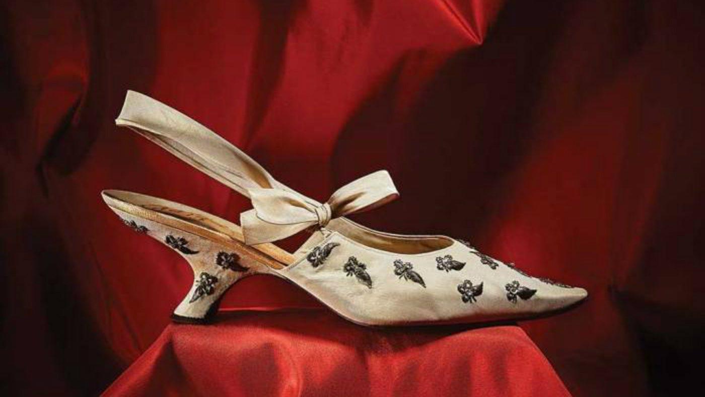 mame moda dior by roger vivier, il libro celebrativo. Calzatura Dior disegnata da Roger Vivier