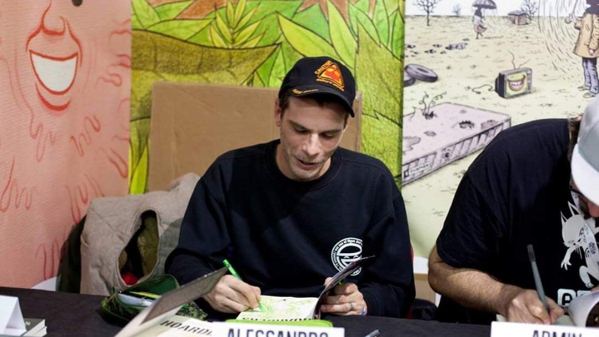 Alessandro Caligaris firma la copia di un suo fumetto