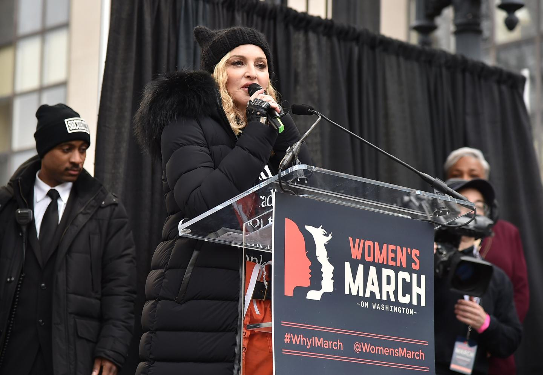 Madonna parla durante una protesta contro Trump