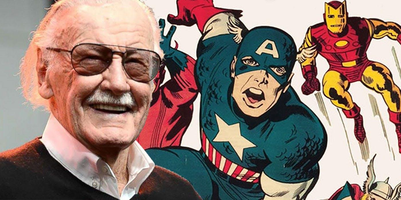 Stan Lee, leggedario editore della Marvel morto ieri sera, sorride in una fotografia con Capitan America sullo sfondo