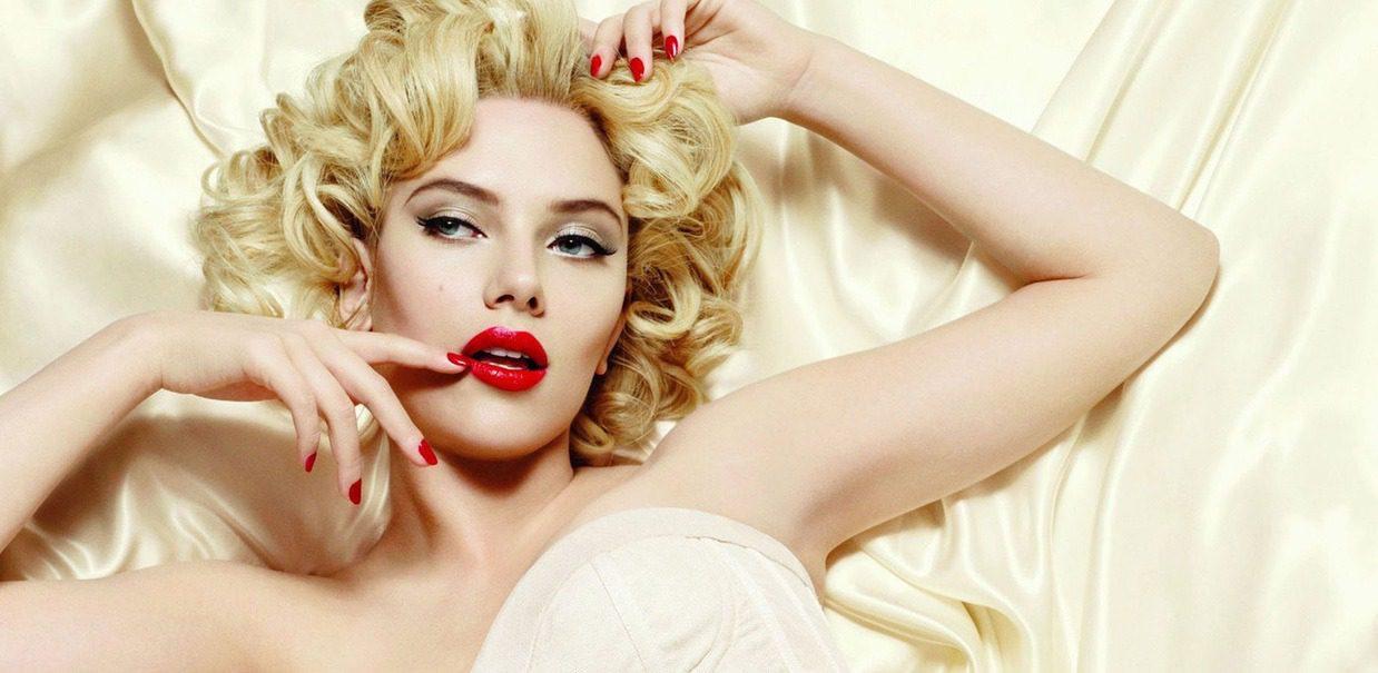 """Scarlett Johansson: """"Io, la nuova Marilyn?"""" L'attrice è stata spesso paragonata alla spumeggiante diva del passato."""