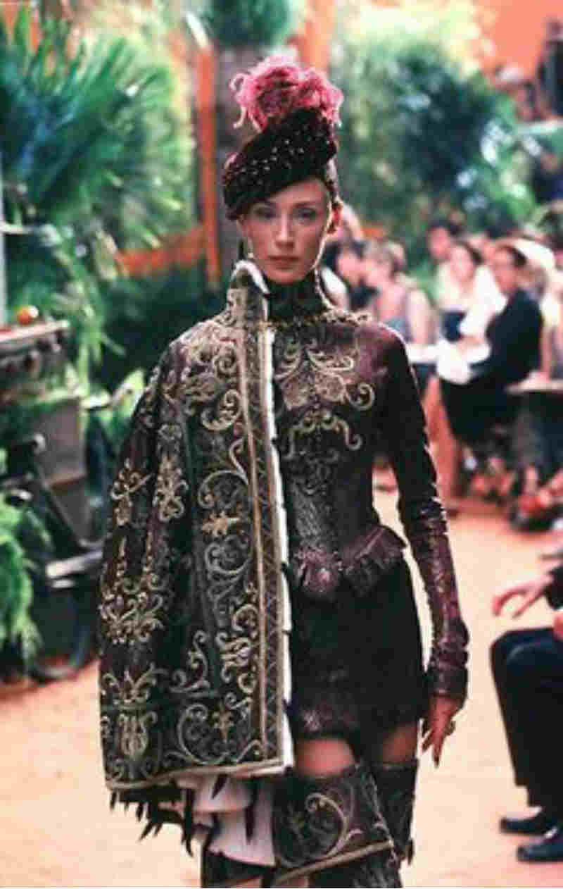 John Galliano, l'erede di Dior compie oggi gli anni. Abito Poitiers