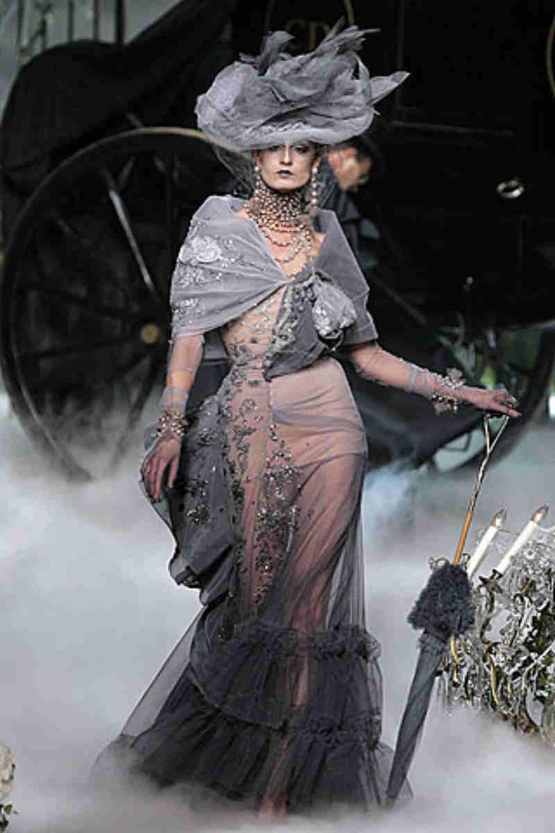 John Galliano, l'erede di Dior compie oggi gli anni. Modello Madeleine