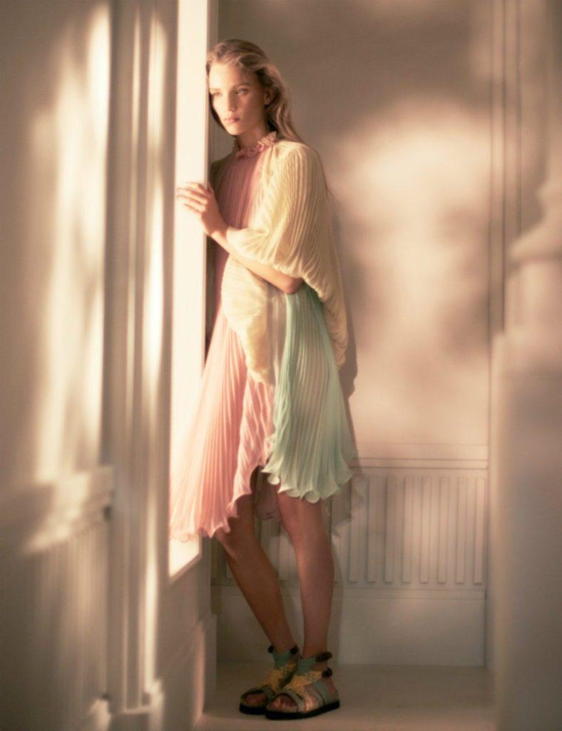 Alberta Ferretti ADV SS19, essenza romantica. Abito plissettato