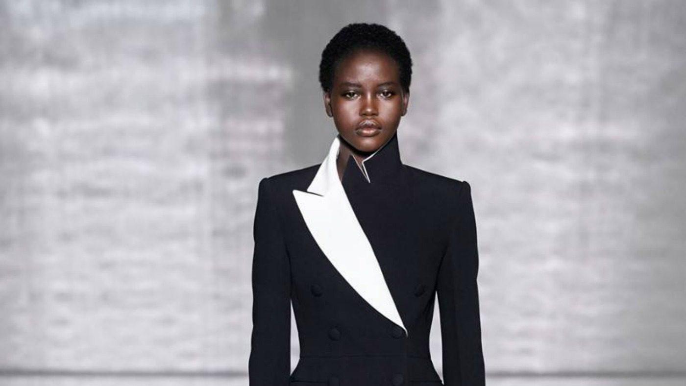 Givenchy Haute Couture, il formalismo notturno