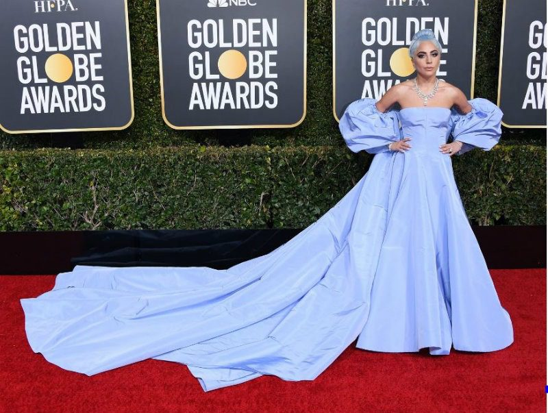 Golden Globe 2019, i look del red carpert. Lady Gaga