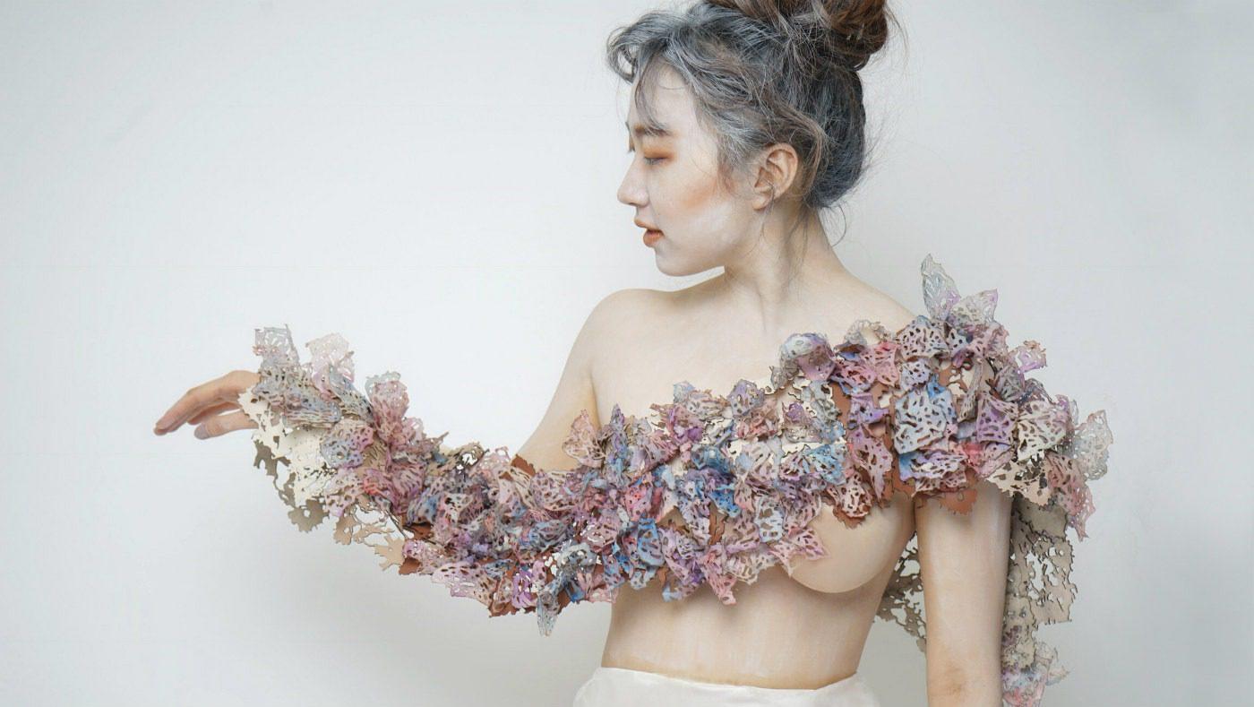 Artistar Jewels 2019, in mostra 500 gioielli. Collana in carta e pelle