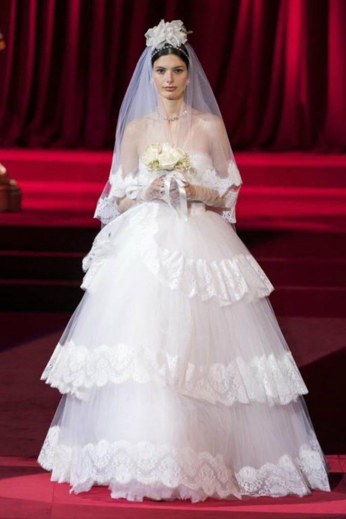 Dolce&Gabbana FW19, elogio intimo all'eleganza. Abito da sposa
