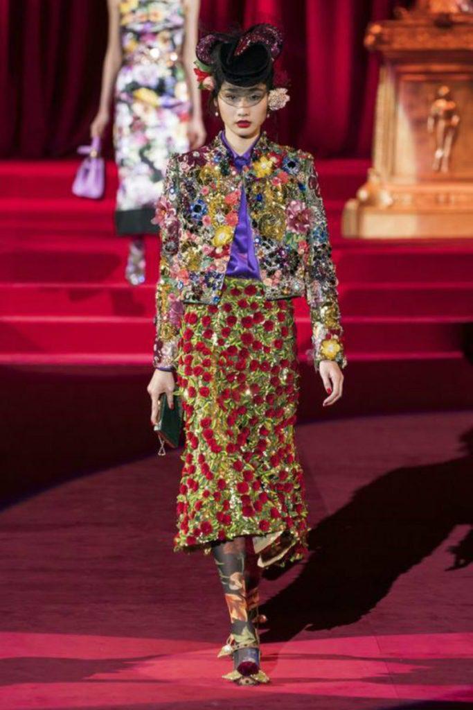 Dolce&Gabbana FW19, elogio intimo all'eleganza. giacca e gonna ricami couture