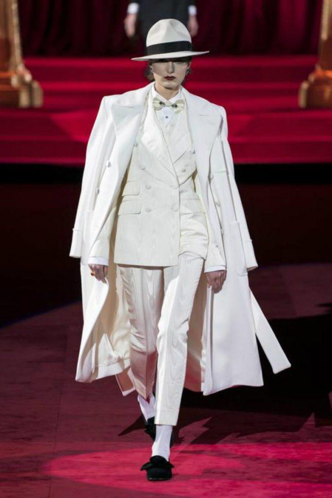 Dolce&Gabbana FW19, elogio intimo all'eleganza. Look total white