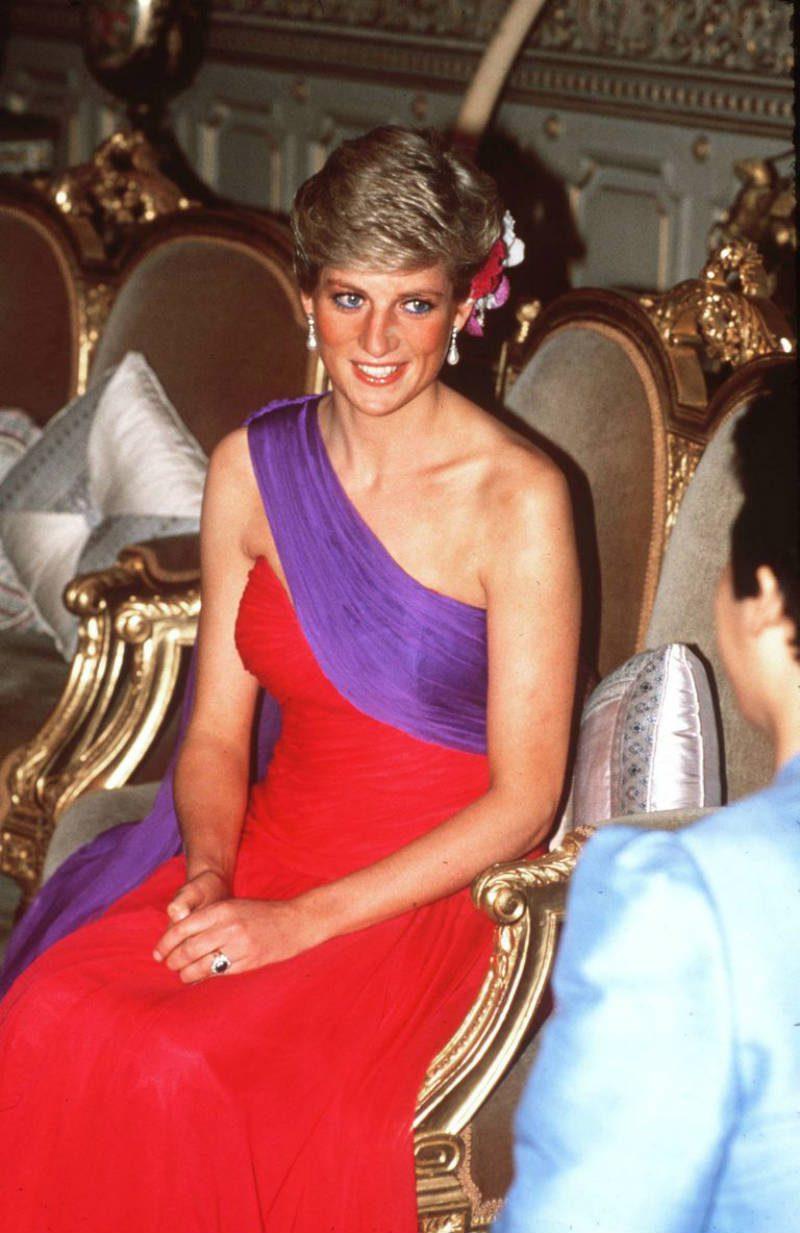 Lady Diana in mostra a Kensington Palace. Abito Thailandia 1988