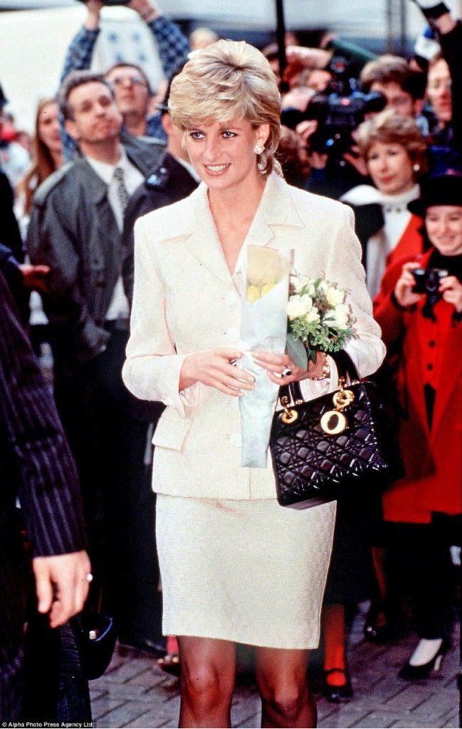 Lady Diana in mostra a Kensington Palace. Lady Diana e Lady Dior