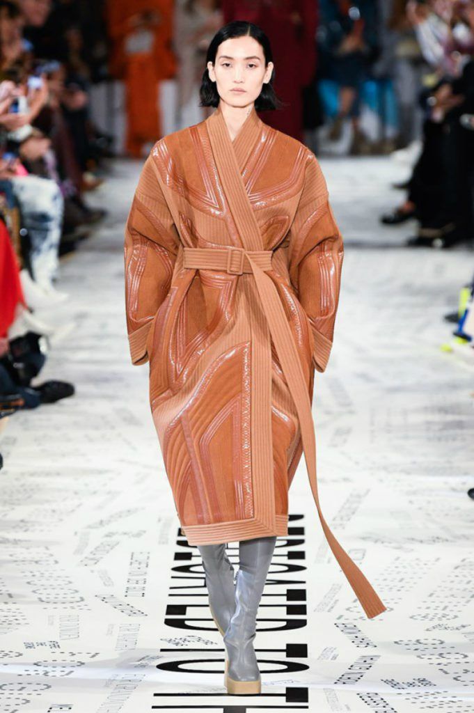 Stella McCartney FW19, il riciclo fashion. Cappotto optical