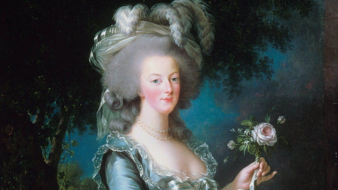Marie Antoinette in look Rose Bertin