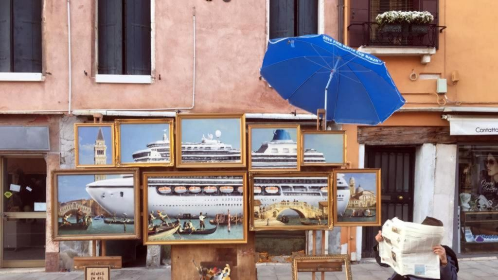 arte: perché banksy è stato cacciato da venezia. banksy venezia