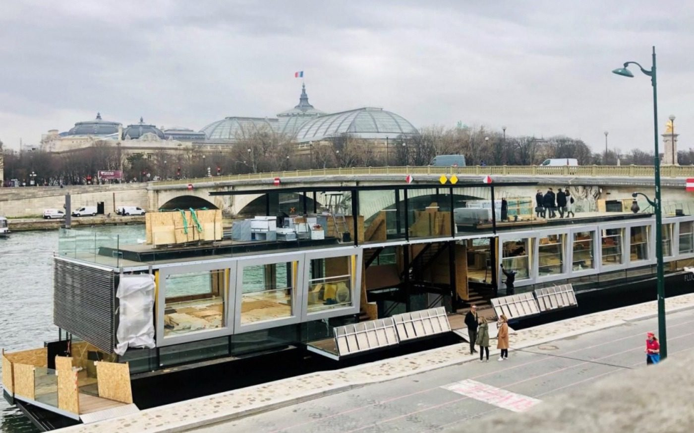 arte: la prima galleria d'arte sull'acqua a parigi. galleria d'arte sull'acqua