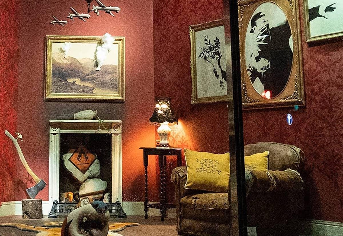 Arte: banksy a londra mette l'arte in vetrina
