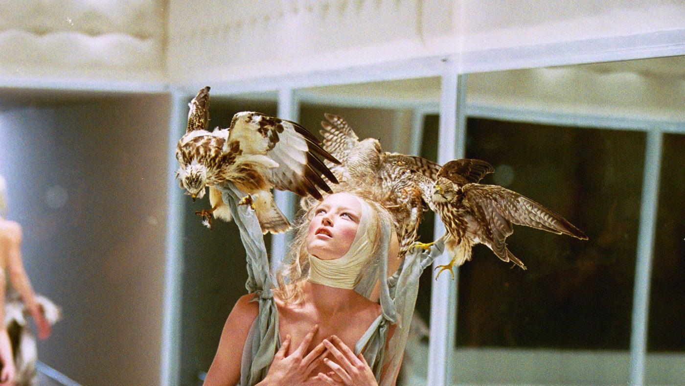 Moda e Halloween. Collezione Alexander McQueen SS 2001