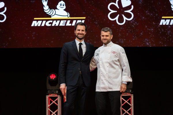 BARTOLINI INCORONATO CON 3 STELLE MICHELIN Enrico Bartolini riceve l'ambitissimo premio
