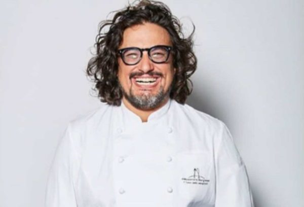 ALESSANDRO BORGHESE PER SAN VALENTINO Alessandro Borghese si autodefinisce un cuoco rock: per lui la cucina e la musica sono un binomio praticamente inscindibile.