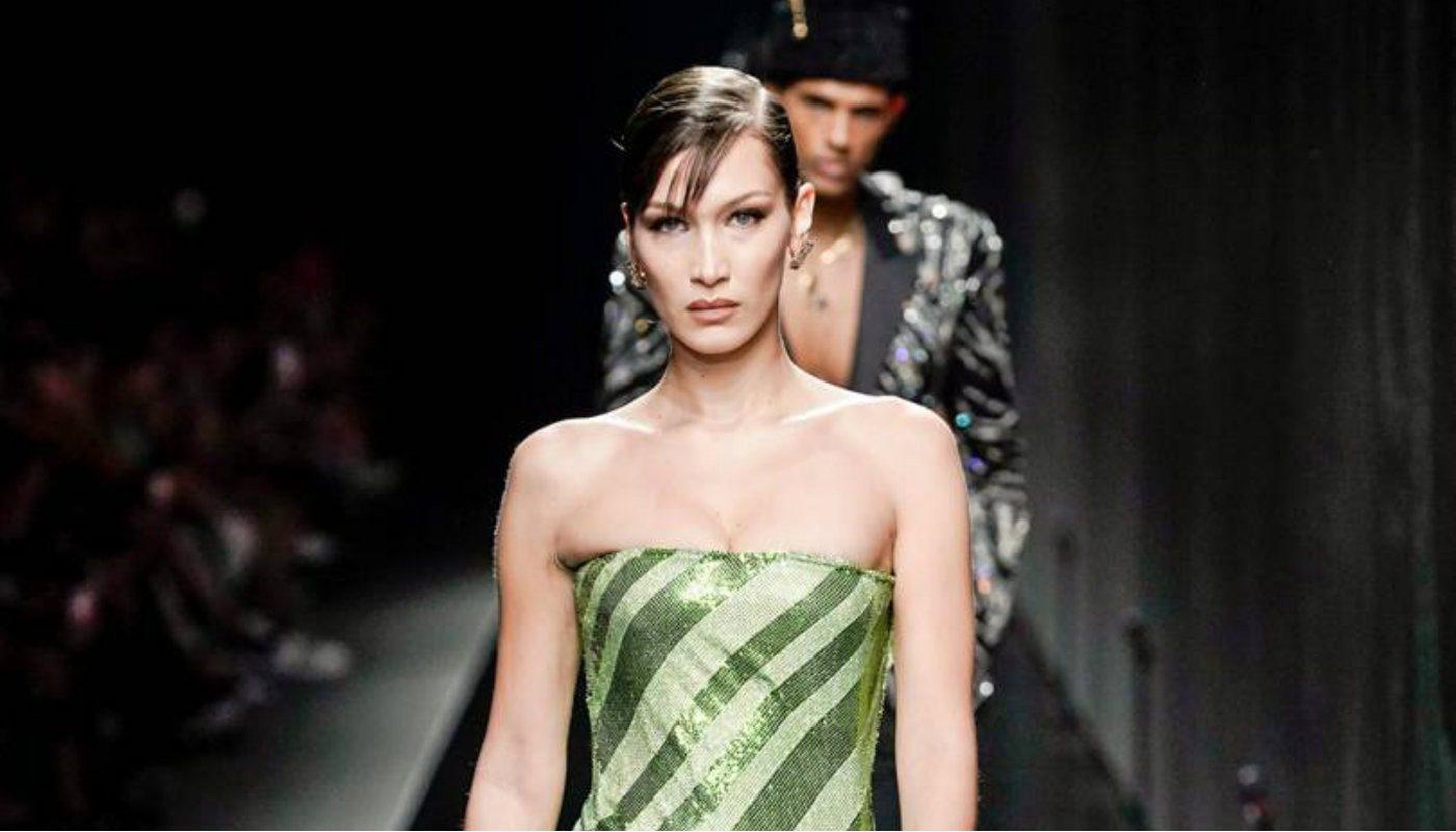 Bella Hadid per la Versace autunno/inverno 2020-21