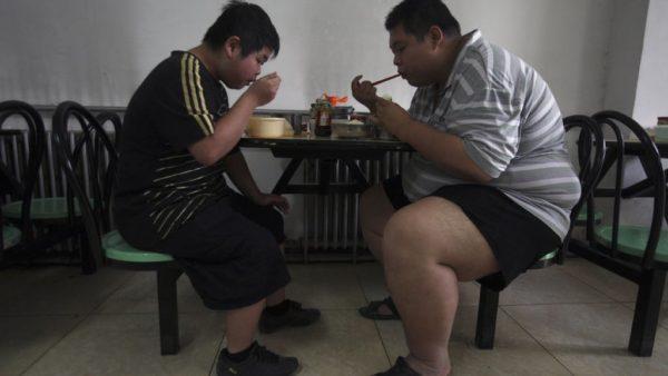 GLI EFFETTI COLLATERALI DEL LOCKDOWN SU PSICHE E CORPO Tre cinesi su quattro affermano di essere ingrassati durante il lockdown