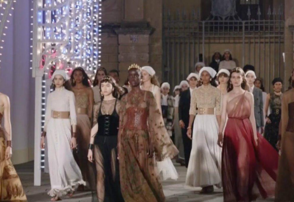 Dior Cruise 2021, la magia di Lecce sotto i riflettori del tarantismo