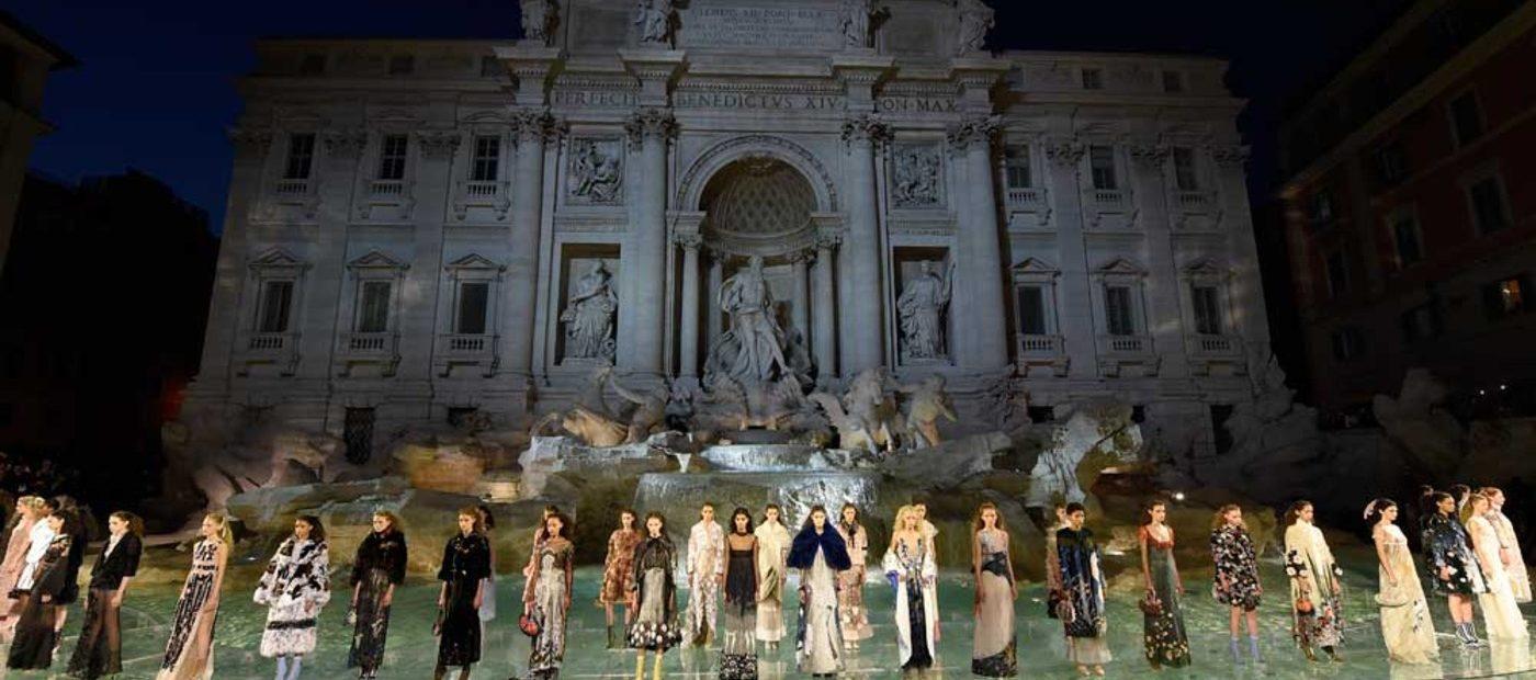 Fendi torna a sfilare a Milano. Un unico show per Uomo e Donna