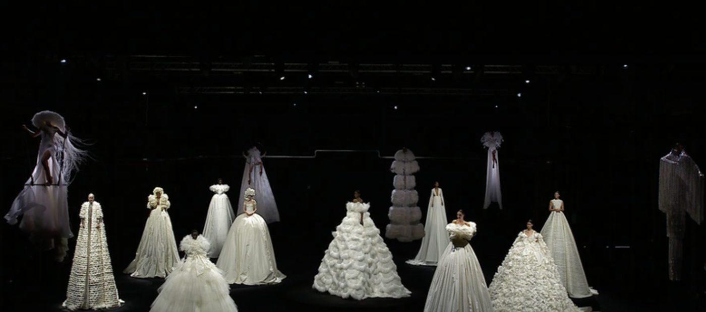 Valentino Haute Couture, la leggerezza del movimento dei sogni