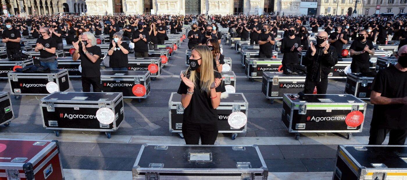 """""""Bauli in piazza"""", la protesta pacifica di Piazza Duomo"""
