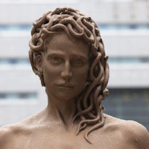 La Medusa del #Metoo installata a New York riscrive la mitologia