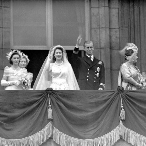 elisabetta e filippo balcone buckingham palace